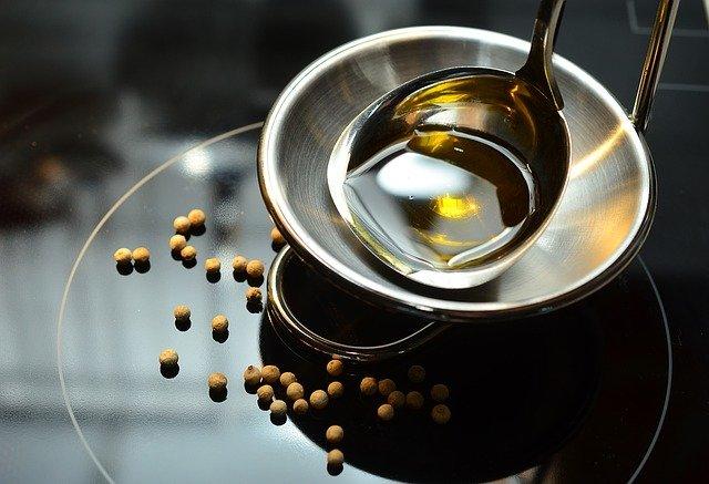 Najlepiej smażyć na oliwie z oliwek lub oleju rzepakowym, fot. Pixabay.com