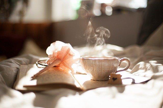 Czasem najlepszym sposobem na uspokojenie jest zaparzenie melisy i pozostanie sam na sam ze sobą, fot. Pixabay.com