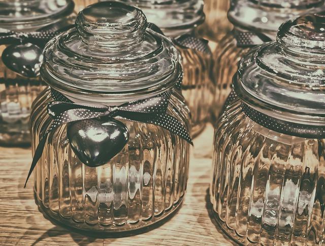 Wystarczy wybrać duży słoik i ładnie go przyozdobić, fot. Pixabay.com