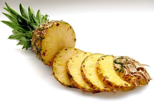 Ananas ma wiele właściwości zdrowotnych, fot. Pixabay.com