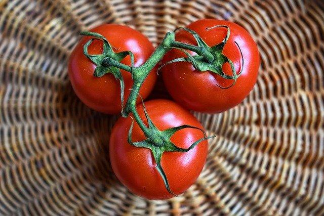 Pomidory zawierają wiele witamin i mikroelementów, fot. Pixabay.com